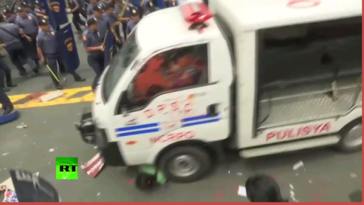 Philippines police van rams protesters during rally outside US embassy in Manila 2017 (GRAPHIC)